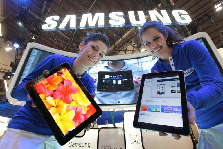 samsung-tablet-girls