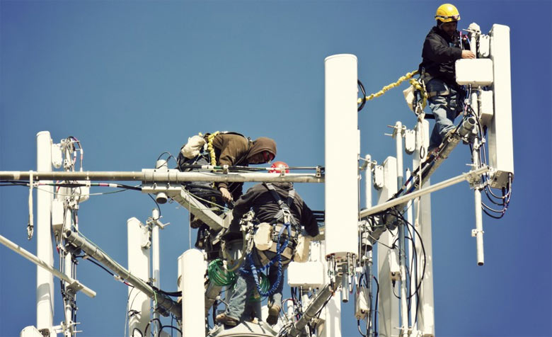 cell-tower-workers